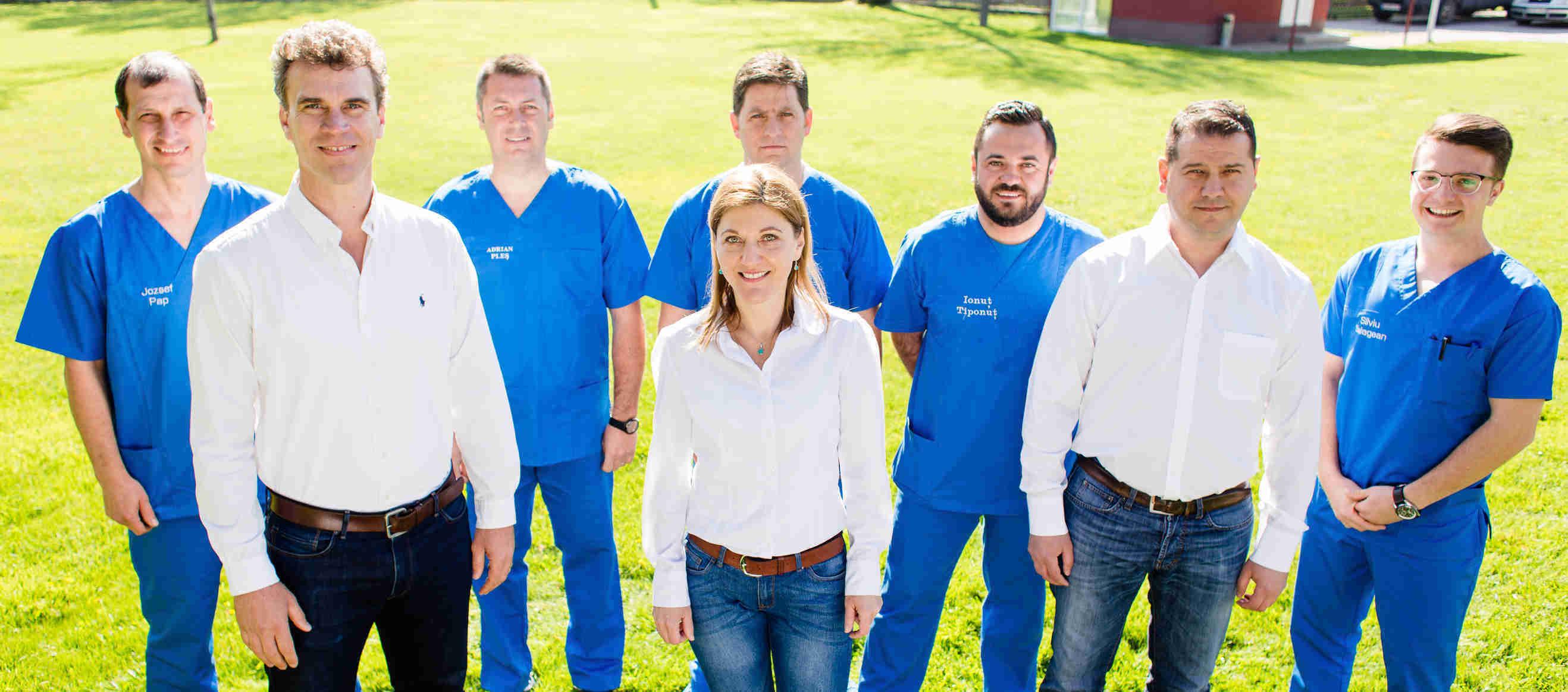 echipa de specialiști ai centrului de protezare și ortezare Theranova