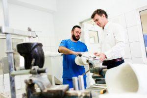 tehnicienii in protezare si ortezare Theranova