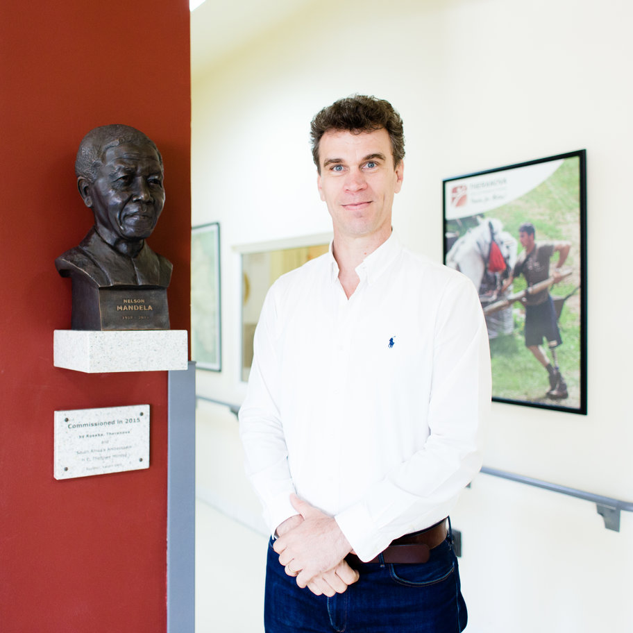 Jaco du Plessis la sediul Theranova